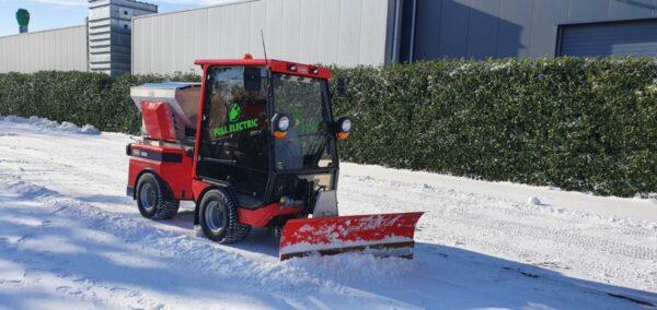 Posi Trac Met Sneeuwschuif Aan Het Werk